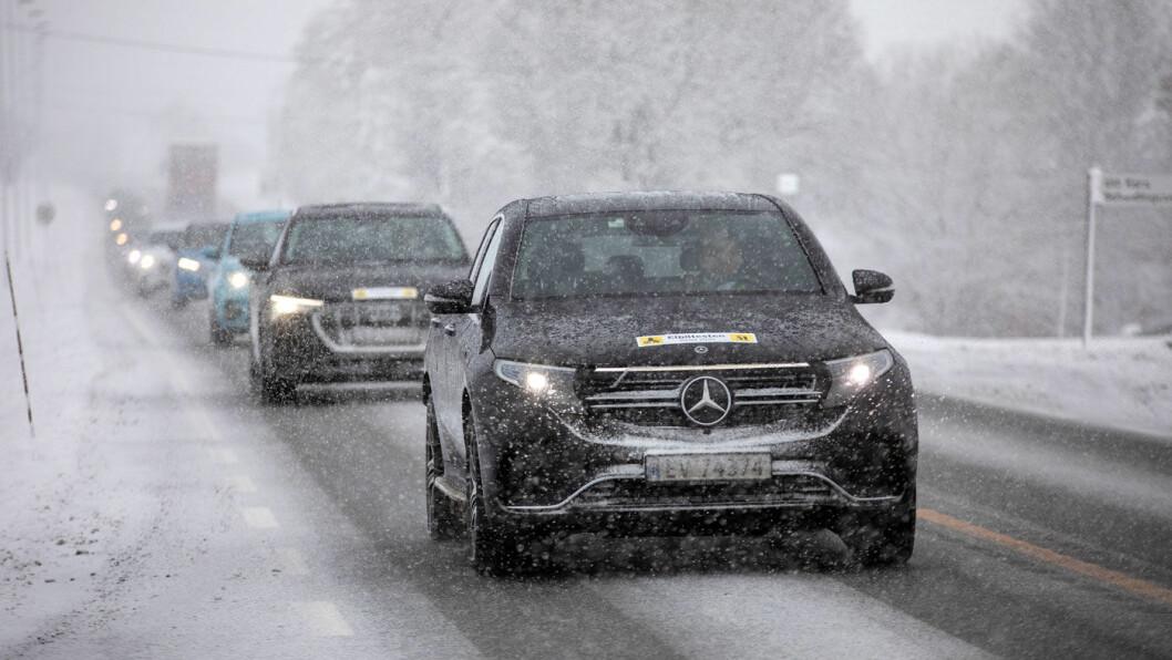 HØYT STRØMFORBRUK: Mercedes EQC kommer dårligst ut i en fersk forbrukstest foretatt i minus 9 grader. Foto: Tomm W. Christiansen