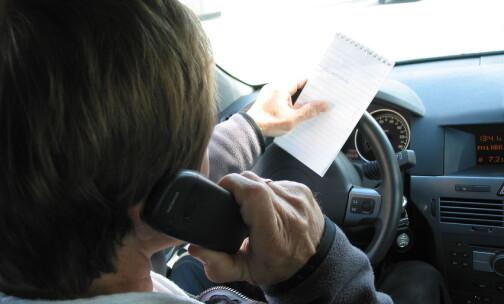 UP-sjefen vil øke bøtene for mobilbruk i bil