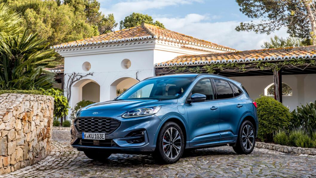 HARD KONKURRANSE: Nye Ford Kuga kommer som ladehybrid, men foreløpig ikke i kombinasjon med firehjulsdrift – som mange konkurrenter. Kugas fortrinn er kjøreglede og plass. Foto: Ford Motor