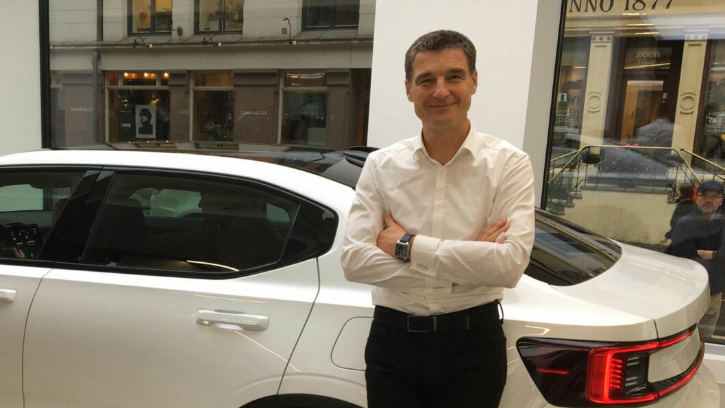 HOLDER PLANEN: Polestar-sjef og tidligere sjefsdesigner i Volvo, Thomas Ingenlath, her i Polestars første utstillingslokale i Europa – i Oslo – har lovet at de første eksemplarene av Polestar 2 skal ut til kundene i første halvår 2020.
