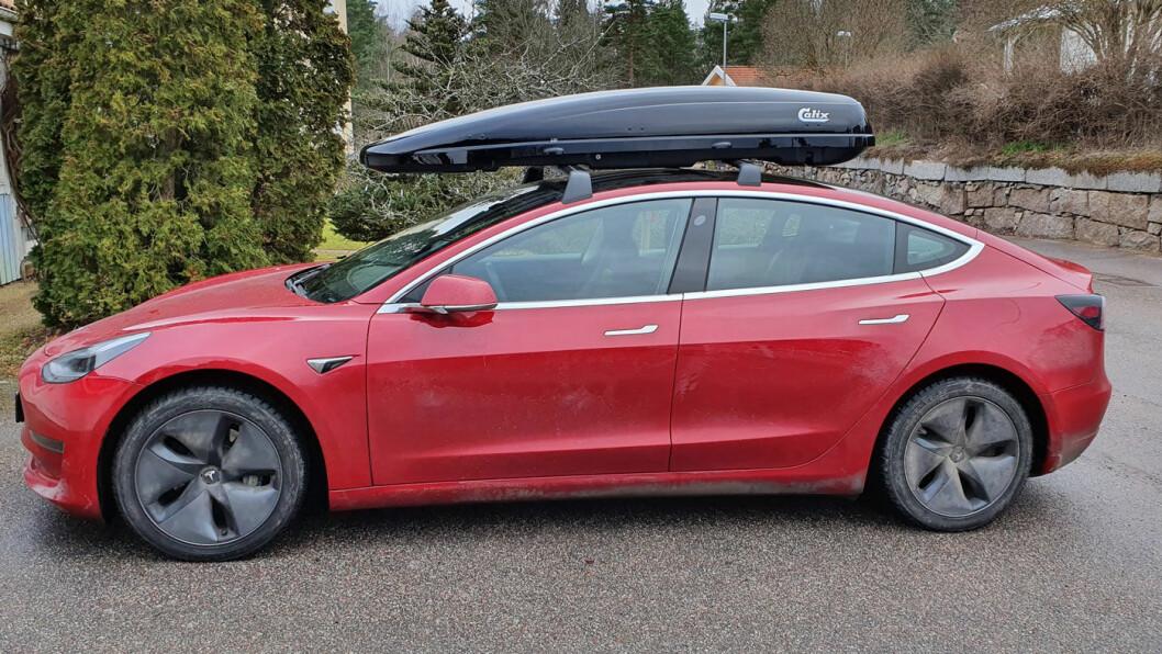 RIKTIG MONTERT: Med takboksen riktig montert, økte luftmotstanden og rekkevidden ble redusert på denne Teslaen.