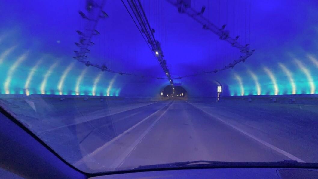 HØY FART: Mælefjelltunnelen i Telemark er blant veistrekningene som nå blir fartsovervåket med kameraer. Her er det mange ganger målt hastigheter på over 200 km/t. Foto: Torstein Nymoen