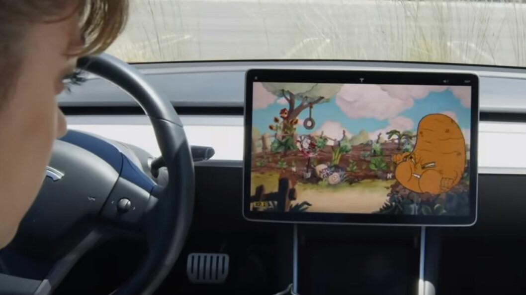GØY PÅ KINO: Filmvisning via Netflix eller andre kilder har vært tilgjengelig i Tesla-bilene lenge. Med nye Model Y kommer funksjonalitet for dem som er glad i dataspill også.