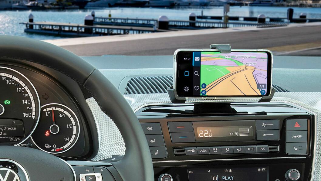 (MO)BIL: I enkelte bilmodeller er ikke bare mobilen tilkoblet, men den er selve infotainmentsystemet, som på VW e-Up! Foto: Volkswagen AG