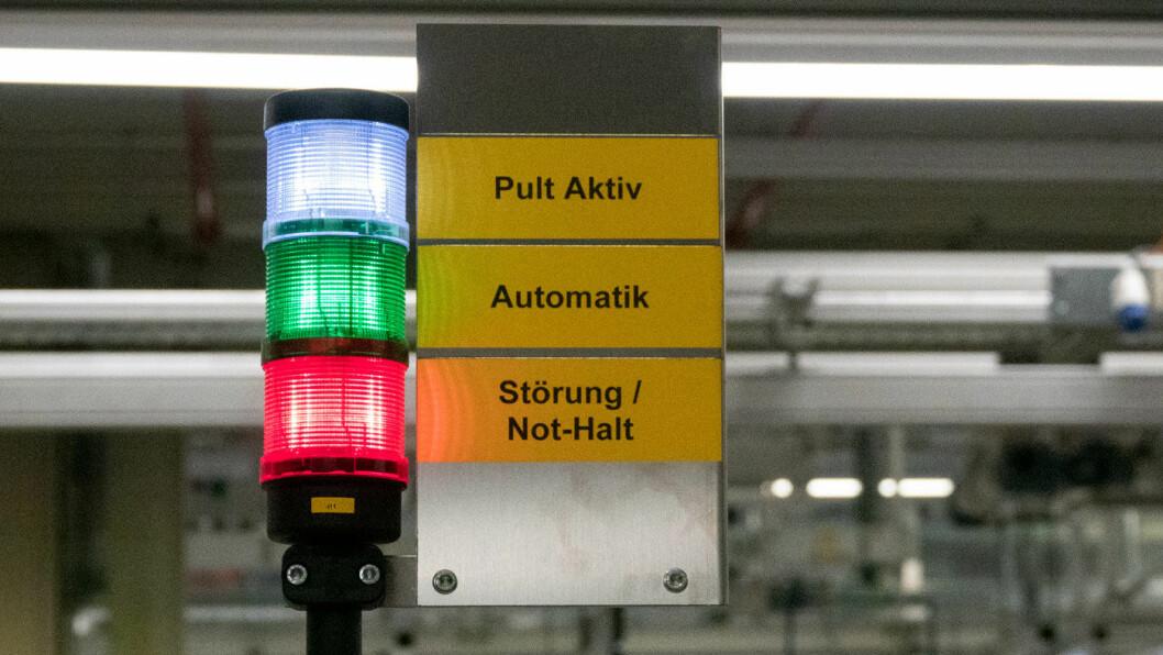 LYSER RØDT: Tross toppsjefens forsikringer om at alt er i rute, hevder tyske medier at dataproblemene vedvarer for Volkswagens elbilsatsing.