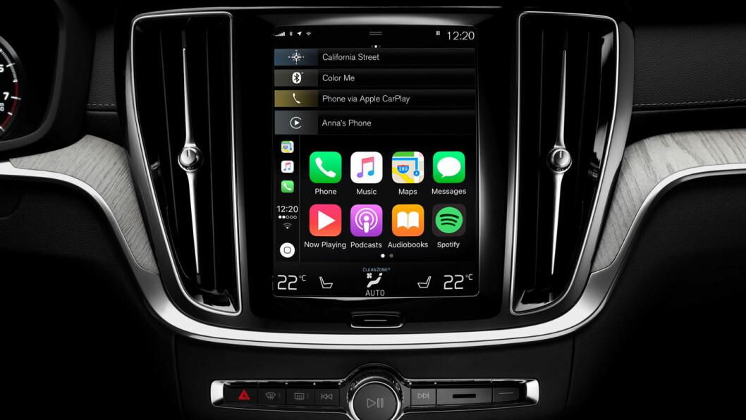 MYE INFORMASJON: Et moderne instrumentpanel i dag er også koblet opp til diverse mobilfunksjoner som gir en sjåfør mer underholdning, men også større risiko for å bli distrahert.