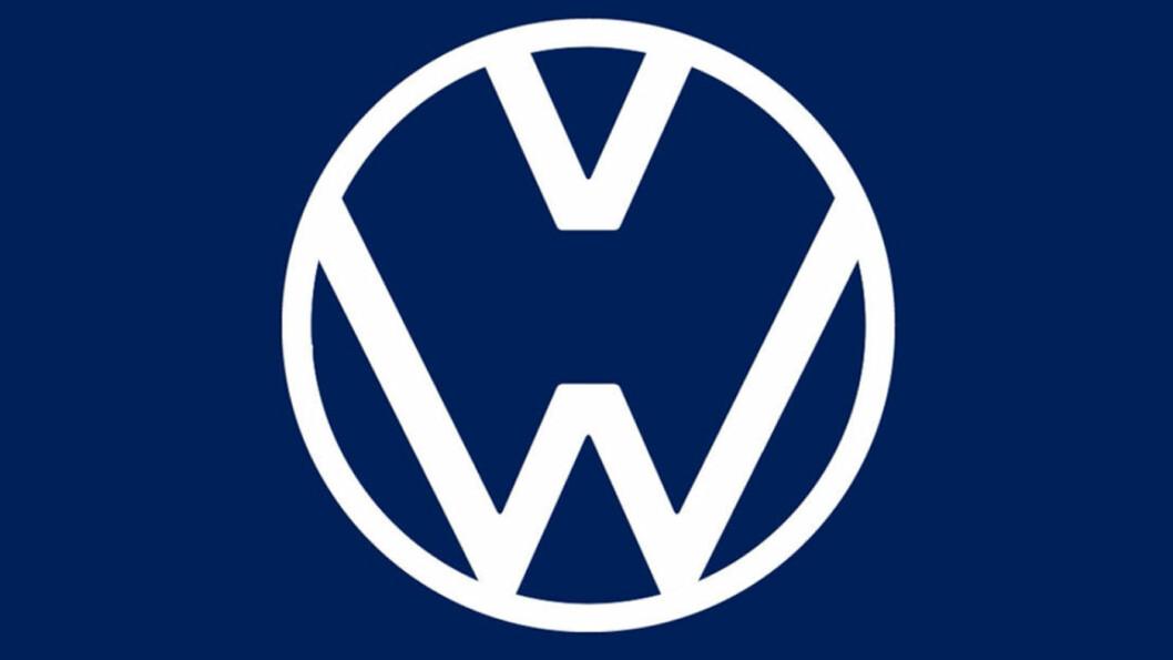 PÅMINNELSE: VW brukte sin egen logo for å minne om å holde avstand.