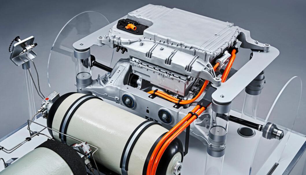 "<span class="" font-weight-bold"" data-lab-font_weight_desktop=""font-weight-bold"">TO TANKER: </span>En stor og en liten hydrogentank forsyner brenselcellene med drivstoff i BMWs hydrogenbil."