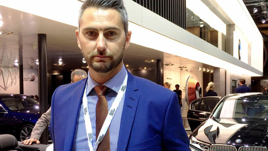 IKKE TJENT MED KUPP-TILSTANDER: Marius Tegneby, kommunikasjonsdirektør i BMW Group Norge, med vidtrekkende erfaring fra bransjen gjennom mange år, tror verken bilkjøpere og selgere er tjent med unødig store svingninger. Foto: Hanne Hattrem, VG