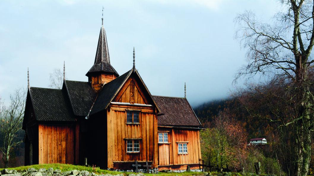 VIKTIG HISTORISK BYGG: Nore stavkirke ble bygd i første halvdel av 1200-tallet, og det opprinnelige kirkeskipet hadde en spesiell form. Det er bygd som et gresk kors. Foto: Per Roger Lauritzen