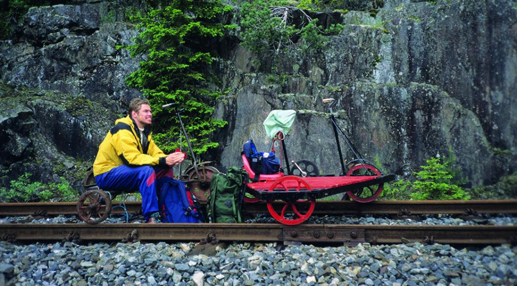 DRESINTUR: Det er godt med en pause. Dresinene på Numedalsbanen er temmelig tunge å trå. Foto: Per Roger Lauritzen