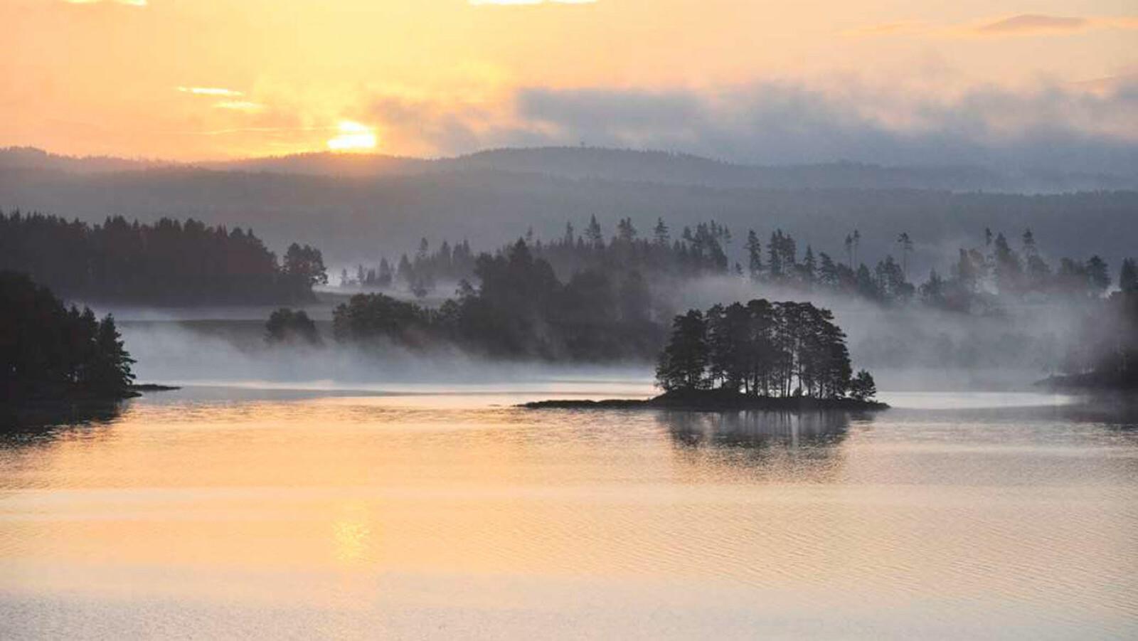 TROLSK: Haldenvassdraget byr ikke bare på et fantastisk landskap, men også imponerende ingeniørkunst. Kanalen gjennom vassdraget tok 50 år å bygge, et arbeid som startet i 1824. Foto: Steinar Fundingsrud