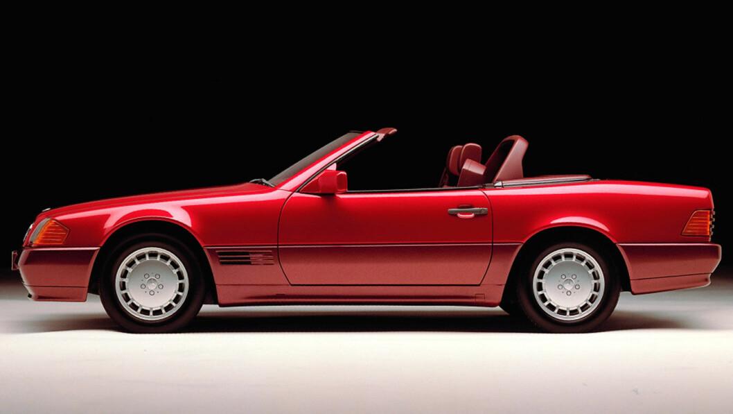 LEGENDEMATERIALE: Mercedes SL, designet av Bruno Sacco, står langt fremme i rekken av perler med stjerne. Foto: Daimler