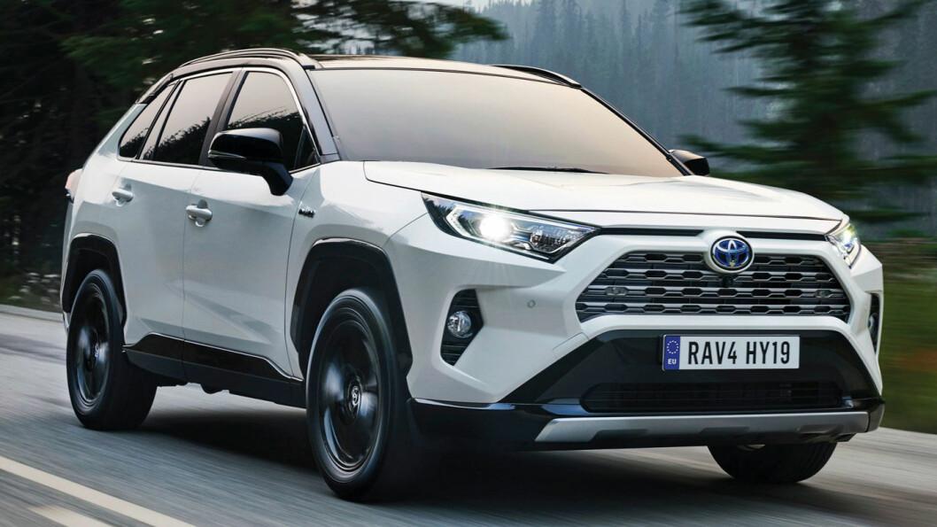 SISTE GENERASJON: Toyota RAV4, slik vi kjenner den i femte generasjon. Nå kommer den også for første gang i ladbar versjon.