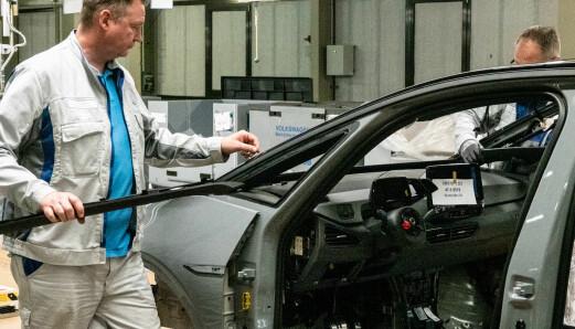 Europas bilfabrikker åpner igjen