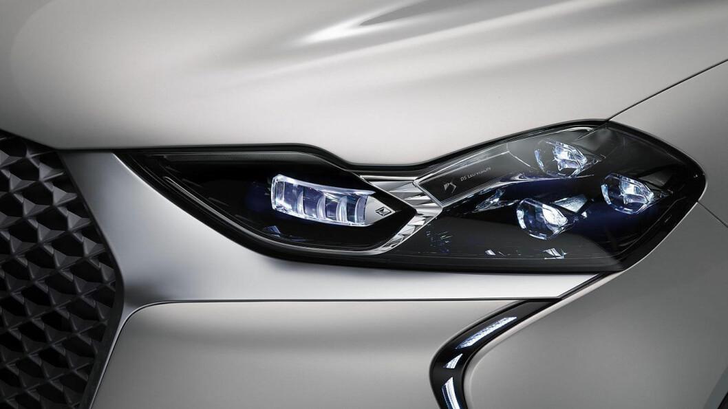 AVANSERT: DS 3 E-TENSE er laget på samme plattform som blant andre Peugeot e-208 og Opel Corsa-e. Nå får den lille elbilen eksklusiv lysteknologi.