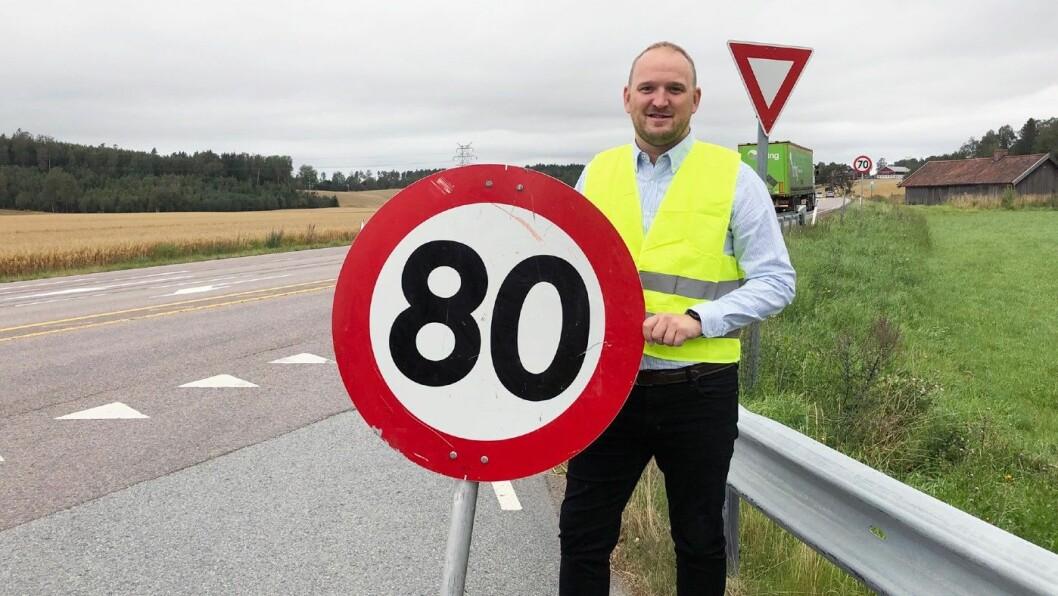 ØKTE: Jon Georg Dale i fjor sommer på E6 i Østfold. Foto: Samferdselsdepartementet.