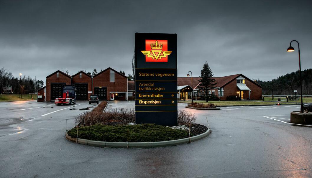 <b>AVSKJEDIGET:</b> Den tiltalte tidligere Vegvesen-ansatte jobbet her ved Arendal Trafikkstasjon.