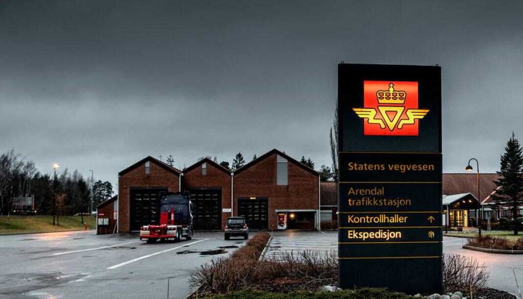 TESTSTED: Her ved Statens vegvesens trafikkstasjon i Arendal foregikk undersøkelsene som danner bakgrunn for Olsen Bil-saken.
