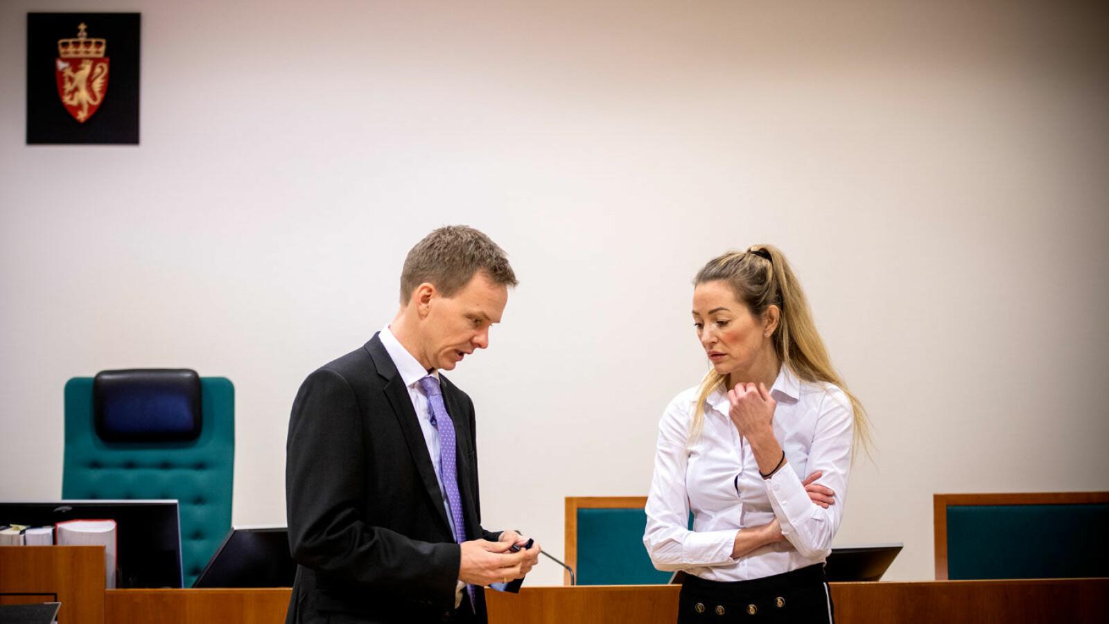 PRO ET CONTRA: Aktor Hans Olav Røyr og forsvarer Ida Andenæs under rettsforhandlingene i Olsen Bil-saken i vinter.