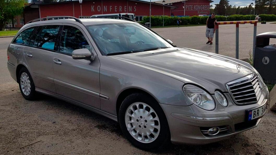 UT PÅ TUR: Mercedesen fotografert på tur i Sverige, før Alf Magne Myhre fikk avslørt historikken.