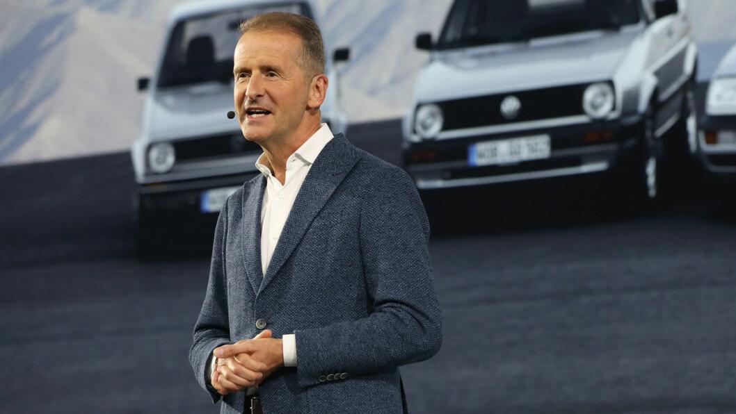BEKYMRET: VW-sjefen Herbert Diess frykter Teslas teknologiske  forsprang er i ferd med å vokse seg faretruende stort, i følge et lekket notat. «Det som bekymrer meg mest er evnene assistansesystemene har», hevder Diess. Foto: VAG