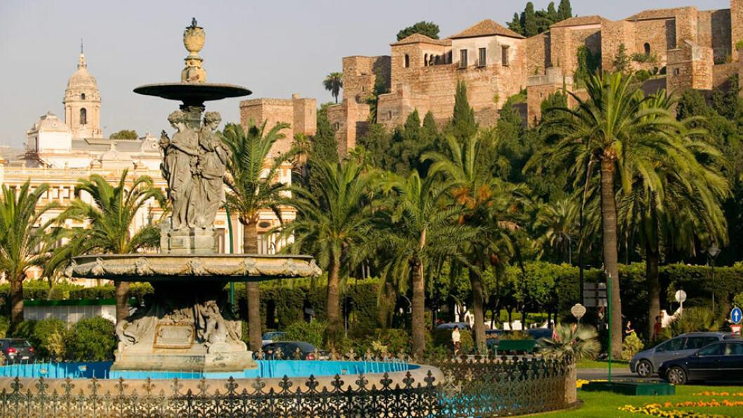 VÅRT FØRSTE MØTE: Malaga er den første byen vi besøker, den ligger bare 20 kilometer fra hotellet og er lett å nå også på egenhånd.