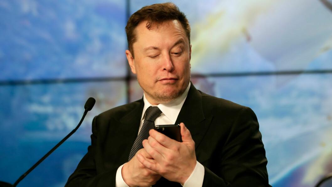LA FREM TALL: Elon Musk overrasket aksjemarkedet med positive regnskapstall i årets tre første måneder. Foto: John Raoux, NTB / AP