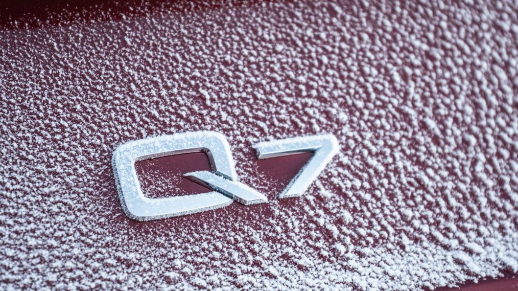 STYRETRØBBEL: Det er ganske mange Audi Q7 på norske veier, millionprisen til tross. Men biler produsert fra 2015 til 2019 kan ha en alvorlig styrefeil. Foto: Audi AG