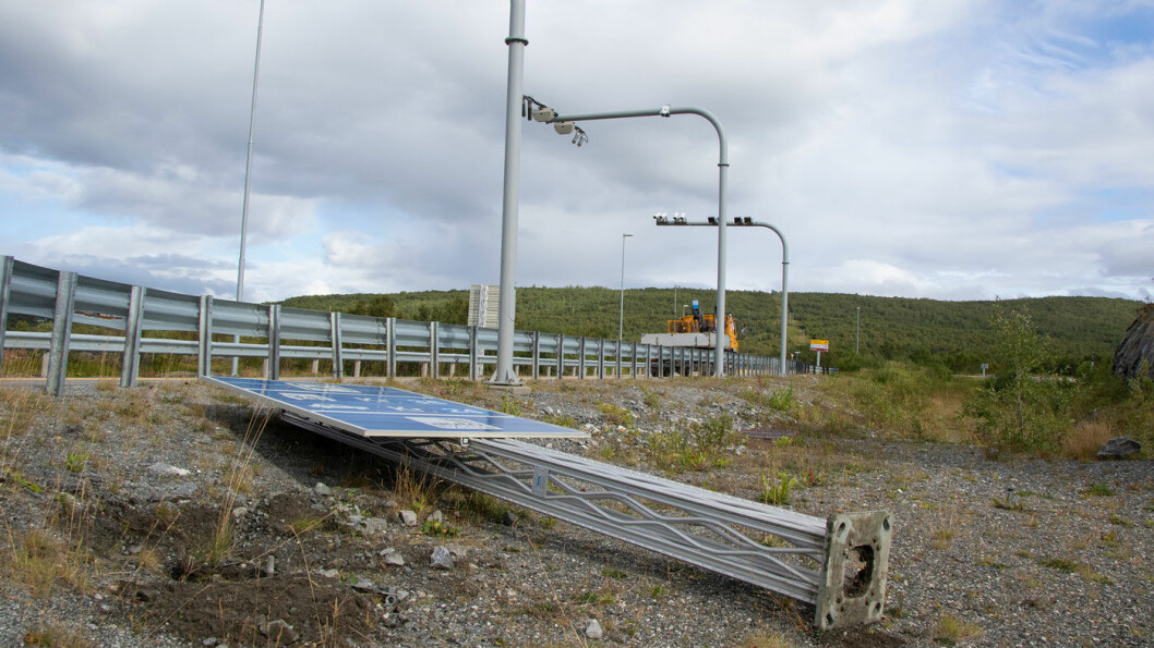 STOPPER ORDNING: – Det var mange bilister som valgte de gamle sideveiene framfor den nye E16, sier samferdselsminister Knut Arild Hareide. Foto: Henrik Jonassen, Samferdselsdepartementet