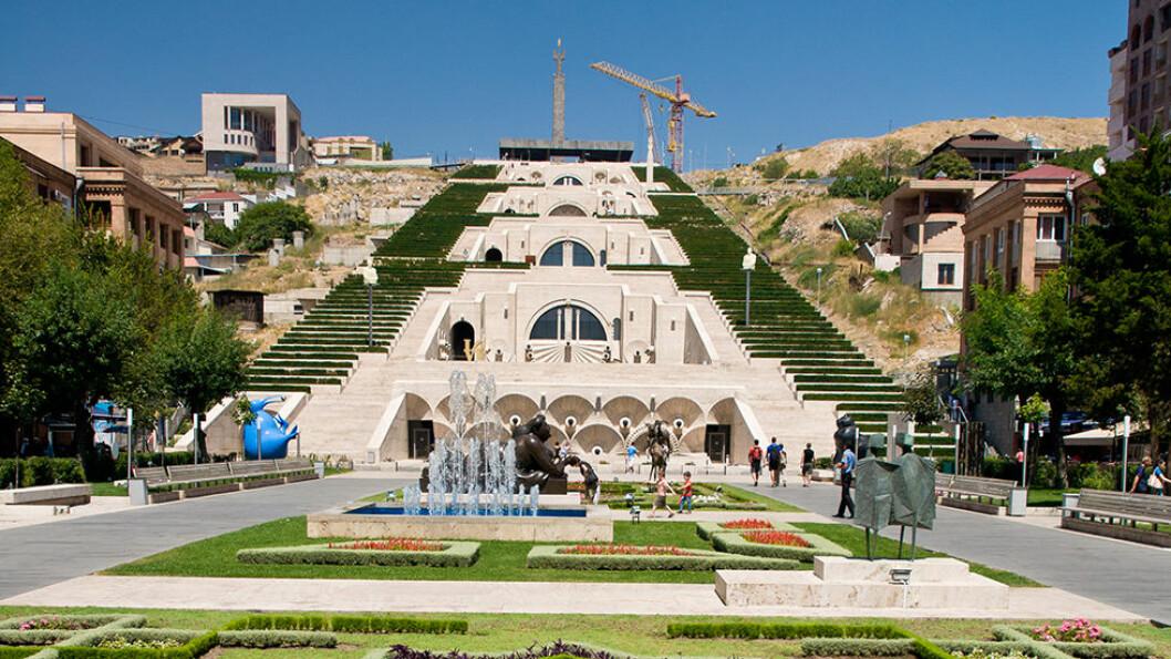 KASKADEN: 572 trappetrinn med fontener og skulpturer i Armenias hovedstad Jerevan. Foto: Shutterstock