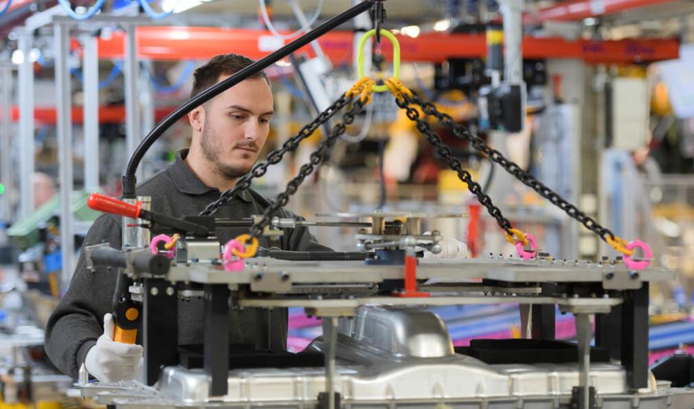 Bilindustrien rystes av nye forsyningskriser