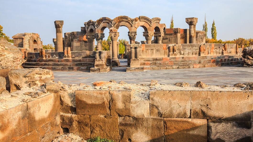 ZVARTNOT KATEDRALEN: Armenia er ett av verdens eldste land og omtales som den første kristne stat. Katedralen stammer fra 303 år e.Kr.