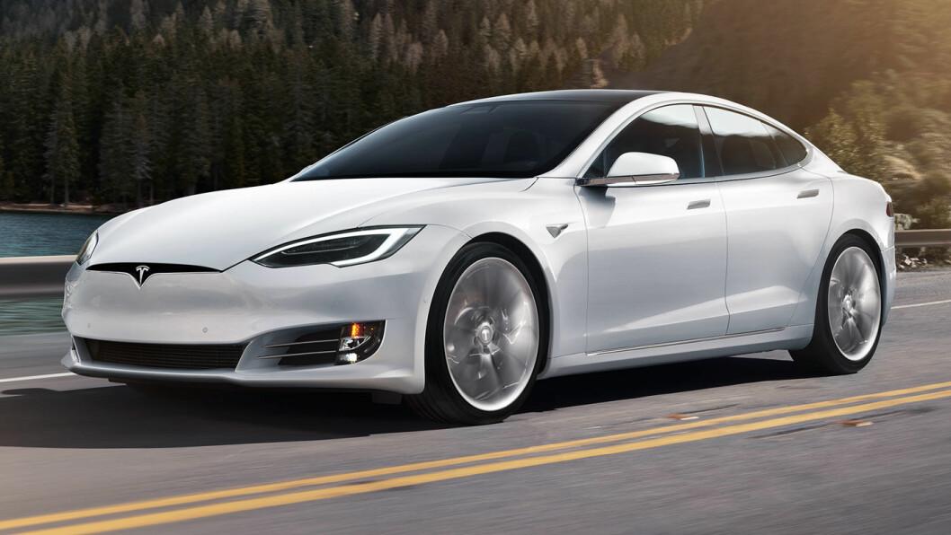 ULOVLIG KJAPP: En hvit Tesla ble målt til 221 km/t på strekningen mellom Bergen sentrum og Åsane lørdag.