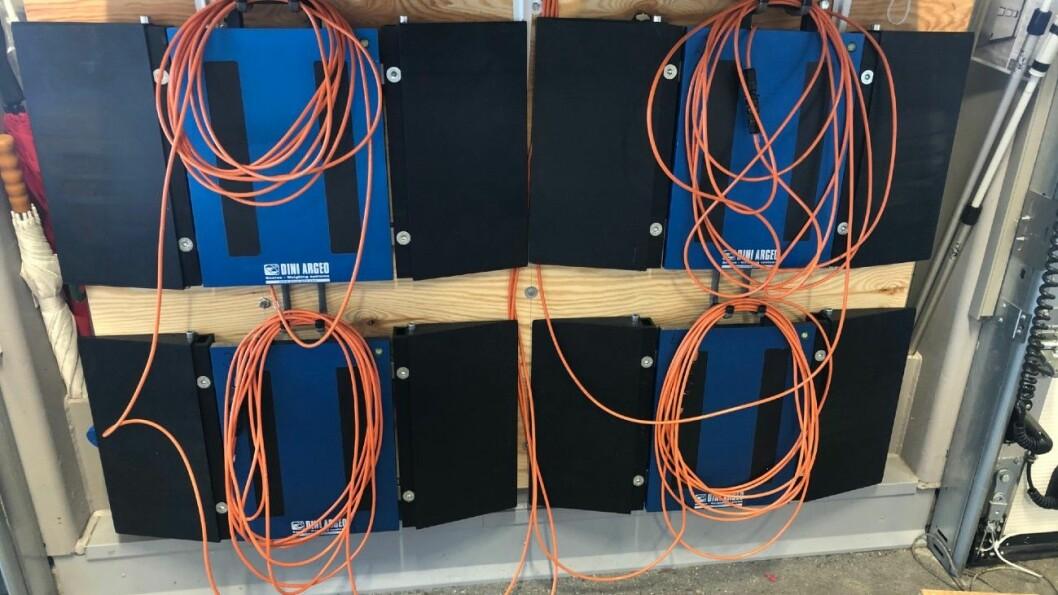 VEIES: Med slike vekter veies bobilene før de selges hos stadig flere bobil-forhandlere. Foto: Perry & Williams Caravan.