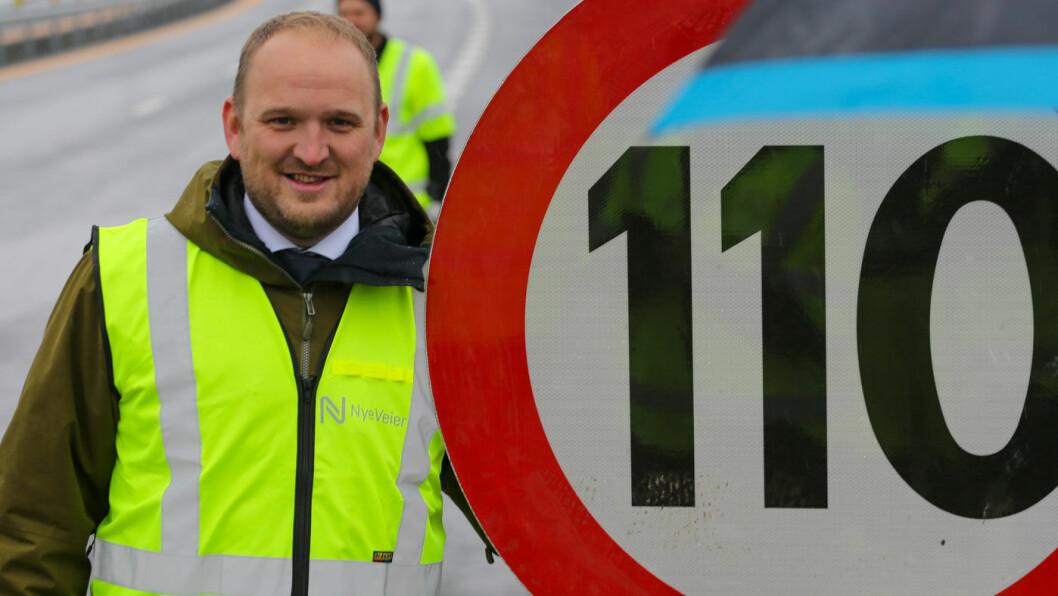 BREMS: Tidligere Frp-statsråd Jon Georg Dale (bildet) argumenterte ivrig for høyere fartsgrense på visse veistrekninger. Nå setter hans etterfølger Knut Arild Hareide bremsene på. Det får Frp'ere til å frese.