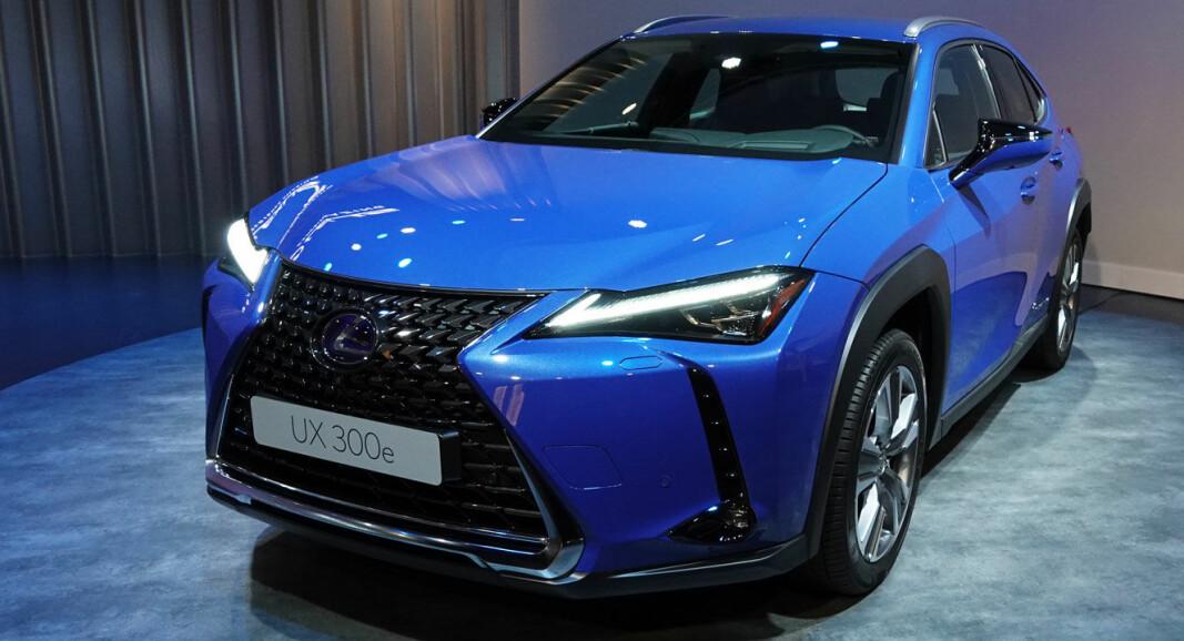 OPP OG NED: Toyota Norge setter ned igjen prisen på konsernets første elbil, Lexus UX300e.