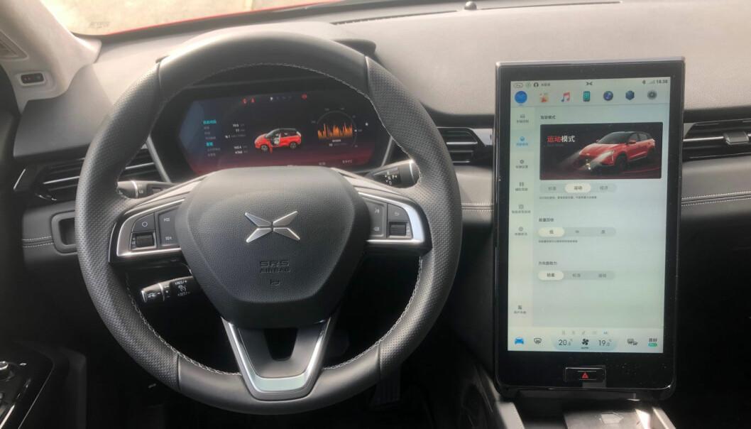 <b>TESLA-LOOK:</b> Instrumentpanelet i Xpeng G3 er nærmest en blåkopi av det du finner i Tesla Model S og X.