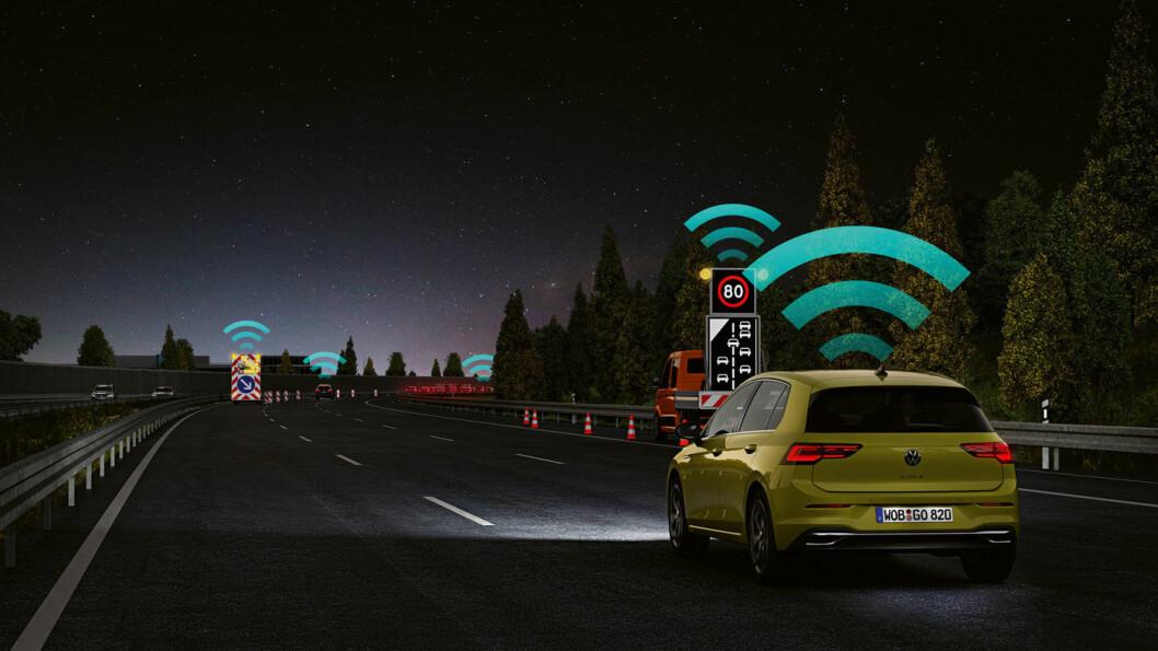 RULLENDE DATAMASKIN: Nye Golf er mye mer data-tung enn forrige generasjon, blant annet med teknologien Car2X der bilen varsles via et nettbasert system med informasjon om situasjoner fra andre bilers systemer, nødetater eller trafikkstasjoner.