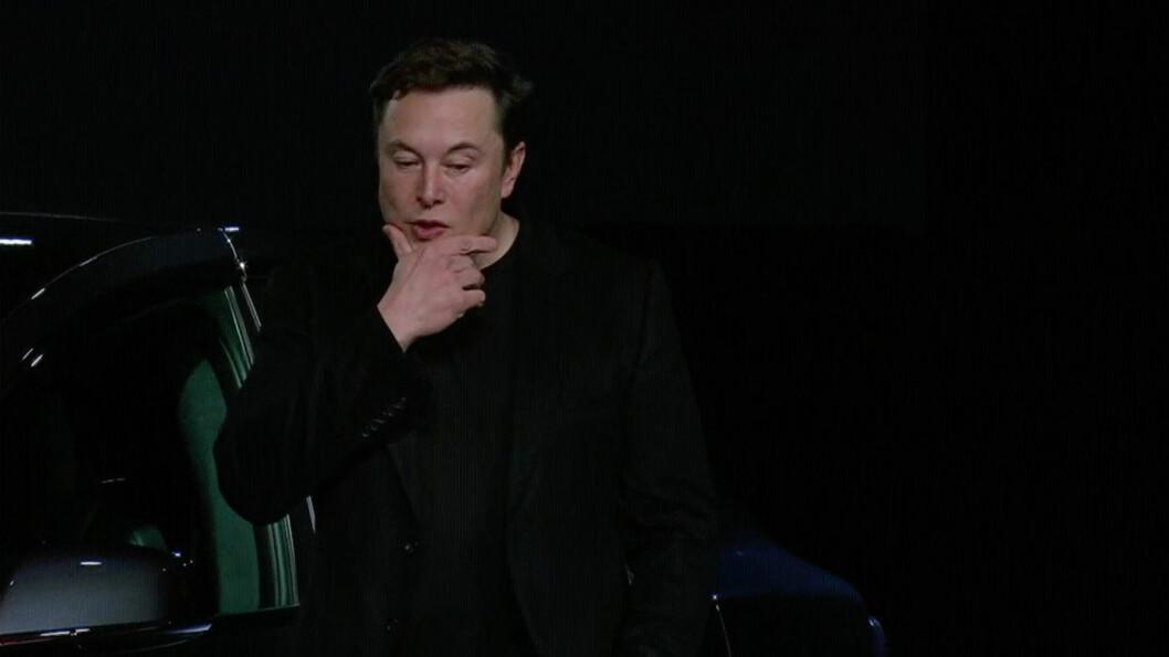 GLEDER SEG STORT: Elon Musk har lovet at han skal komme med epokegjørende nyheter om batteriteknogi og kommende ekspansjon.