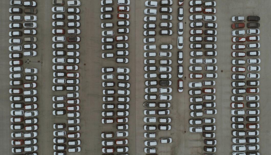 BILER PÅ LAGER: I første halvår kollapset bilmarkedet i Europa – og i noen land enda mer enn i andre.