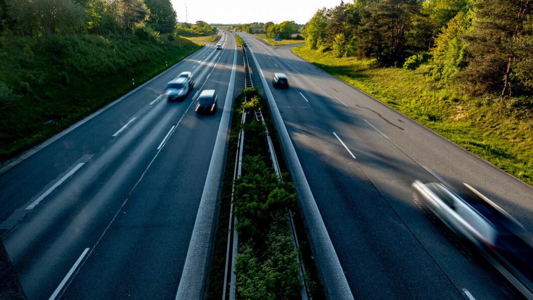 HIT, MEN IKKE LENGER: På motorvei i Tyskland vil det heretter ikke bli mulig å holde følge med de raskeste i venstrefilen i en ny Volvo. Foto: Peter Raaum