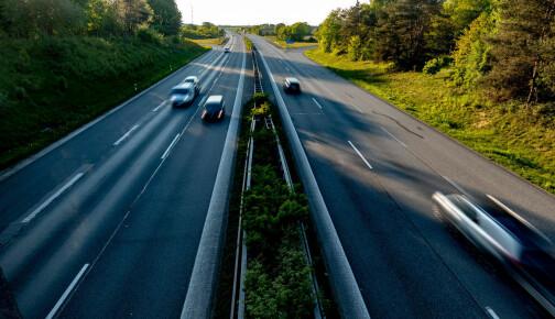 Fartssperre på 180 km/t blir standard hos Volvo