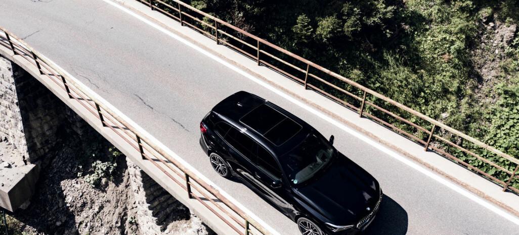 BÆREKRAFTIG: Det vil bli enda flere og enda bedre ladehybrider på markedet de neste årene. Men hos BMW tror de det går en grense på 10 mil elektrisk rekkevidde. Dagens X5 xDrive45e har en WLTP-rekkevidde opptil 87 km. Foto: BMW