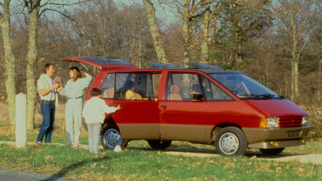 GENIAL: Renault Espace var ikke lengre enn dagens Ford Focus da den kom i 1984, men tilbød et hav av plass. I alt 1,4 millioner Espace av fem generasjoner er blitt produsert.