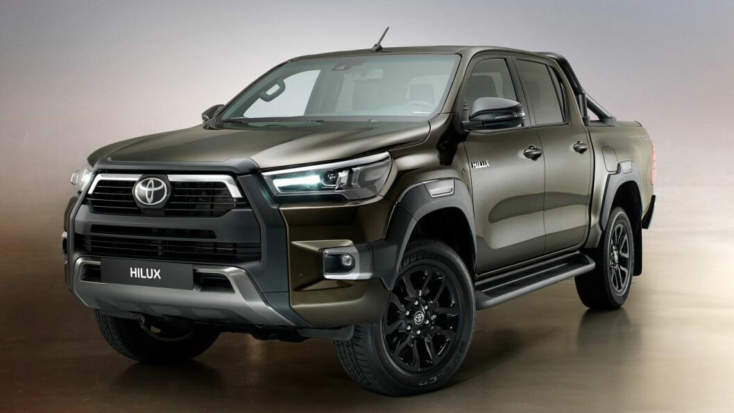 STRENGERE OPPSYN: Nye Hilux ser tøffere ut enn forgjengeren, synes vi. Foto: Toyota