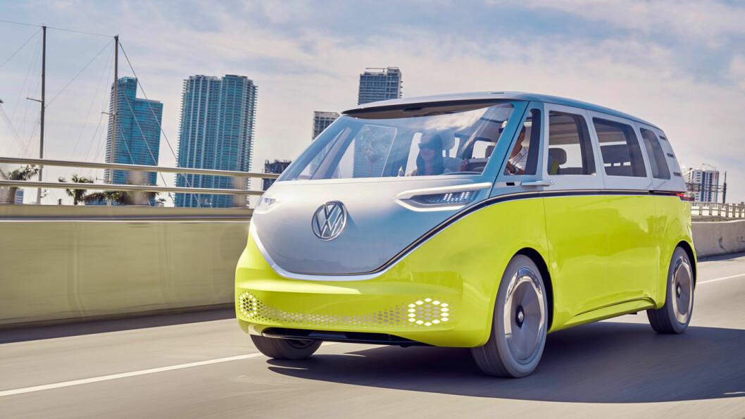INN I FREMTIDEN: Alle elbiler - uavhengig av type og størrelse - kan produseres på én plattform og uten mye av det du tradisjonelt finner under panseret på en bil. Dette er Buzz, den nye minibussen fra VW. Foto: VW