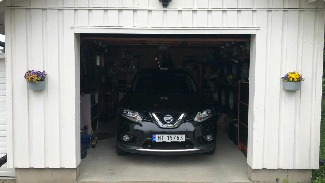 PÅ ØSTLANDET: …men den HT-registrerte bilen var i virkeligheten her, i en garasje på Lillehammer. Foto: Geir Røed