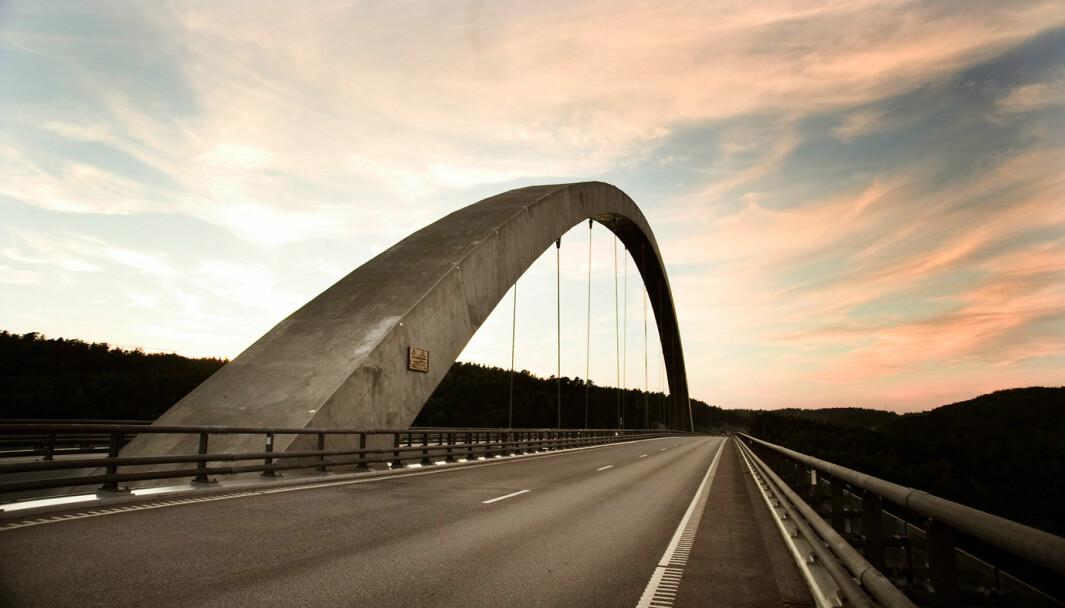 PÅ GRENSEN: Gjelden på Svinesund-brua og de tilhørende veistrekningene er nedbetalt lenge før tiden.