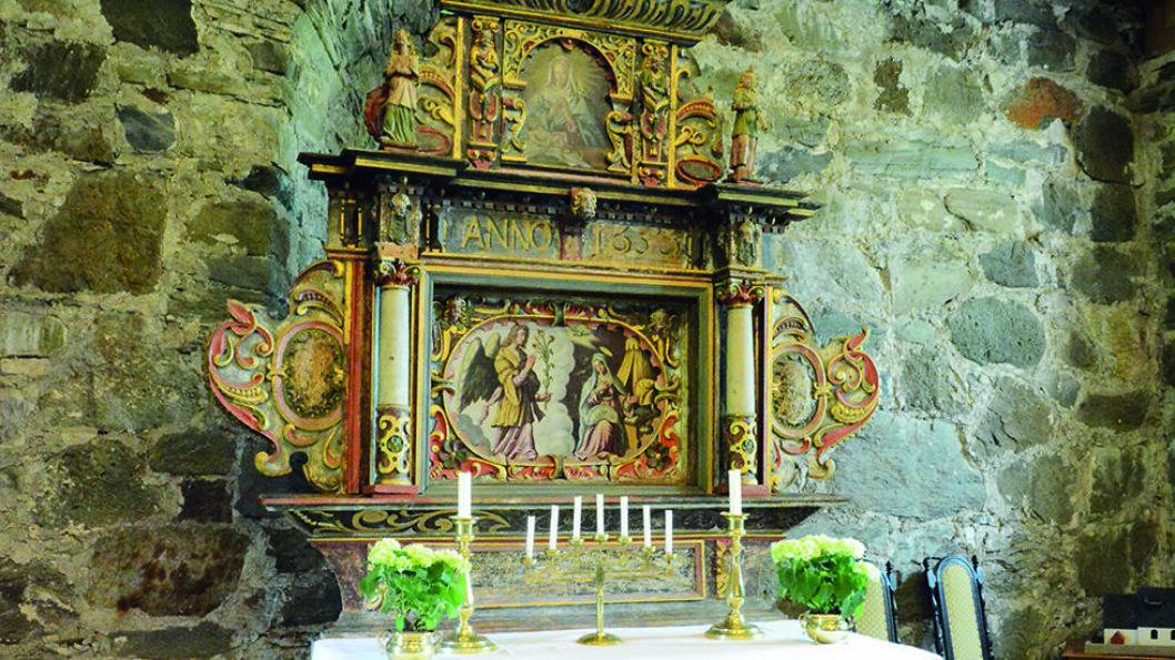 LOGTUN KIRKE: Kirken fra 1400-tallet ble i sin tid blant annet brukt til oppbevaring av lovbøkene fra Frostatinget Foto: Per Roger Lauritzen